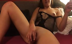 kelly 420 blazing and playing with her pussy