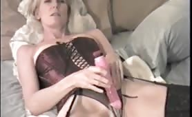 Wife squirts with fingers in her asshole